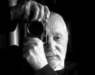 Ettore Sottsass with a Leica camera